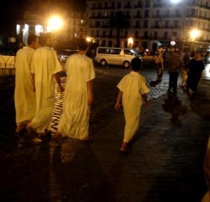 De jeunes garçons sortent de la mosquée pendant le ramadan à Alger /©Mélissa Rahmouni